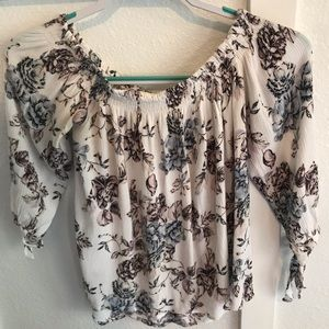 BOGO 🍁 One ❤️ clothing white floral top